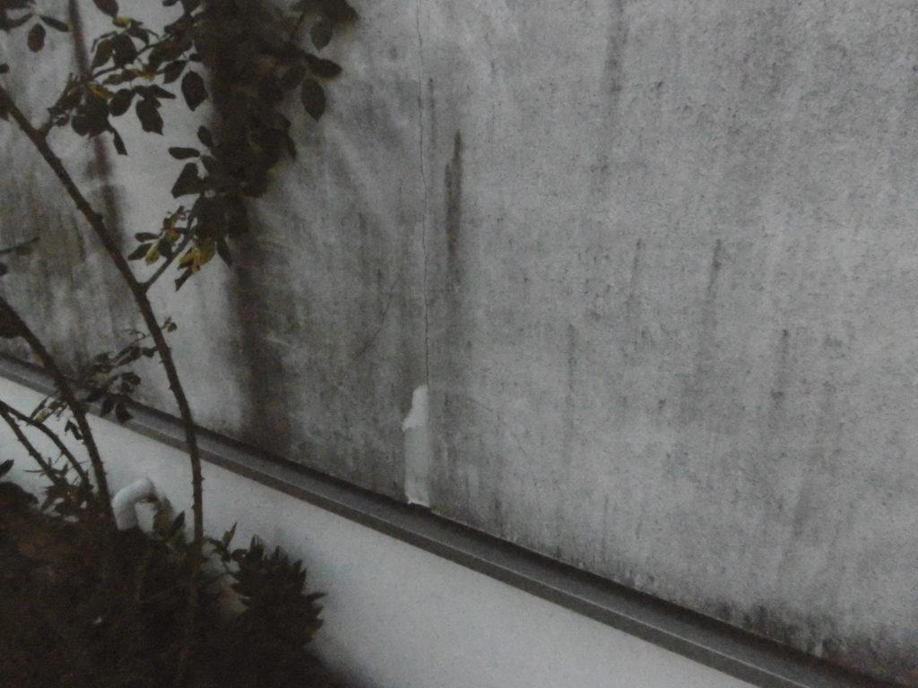 外壁は、排気ガスなどで汚れが付着してしまいます。高石市、東方美研