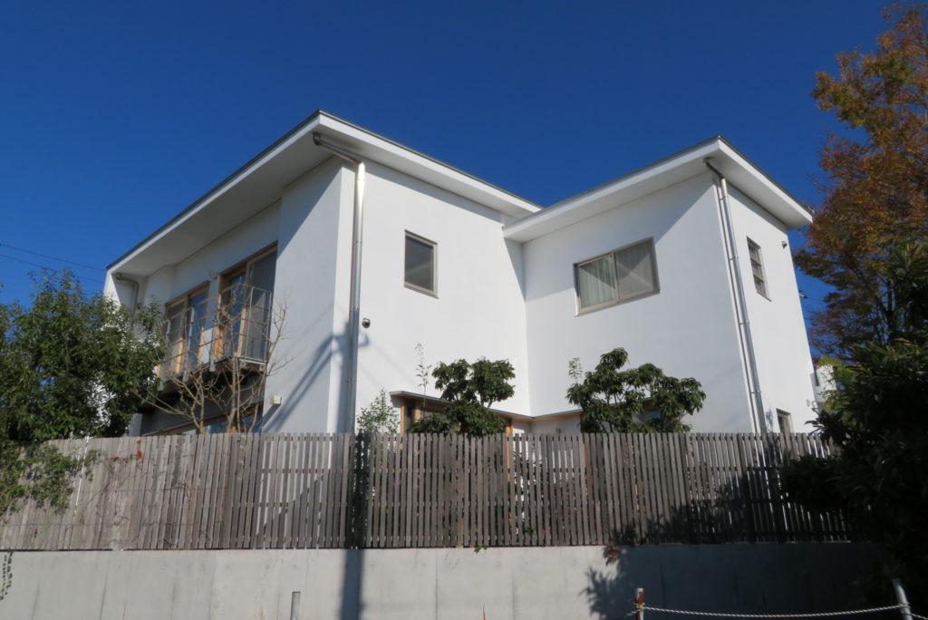 大阪府、外壁塗装や白い壁の漆喰塗装は東方美研へお任せください。