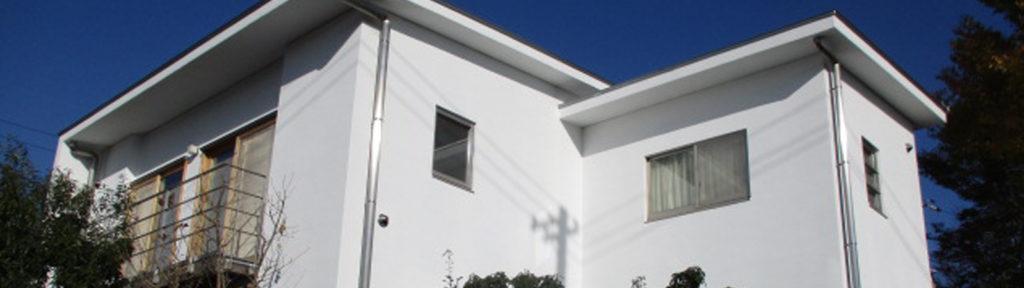 高石市、漆喰塗装は東方美研。白い壁のお家を新築のような美しさに